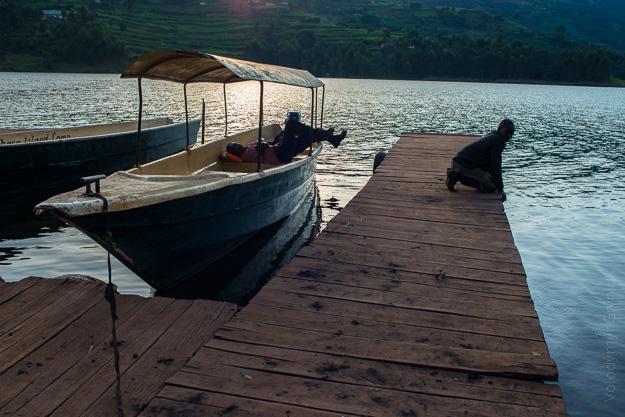 Африка Уганда човни
