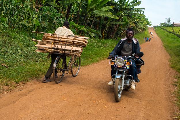 Африка Уганда дороги